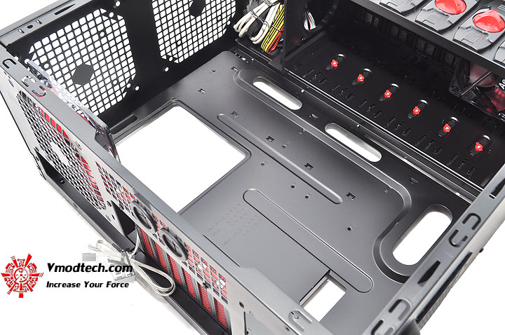 dsc 0150 AeroCool Rs 9 Chassis Review