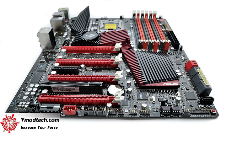 dsc 0185 ASUS RAMPAGE III EXTREME Motherboard Review
