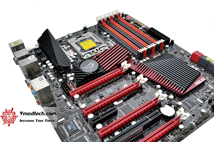 dsc 0200 ASUS RAMPAGE III EXTREME Motherboard Review