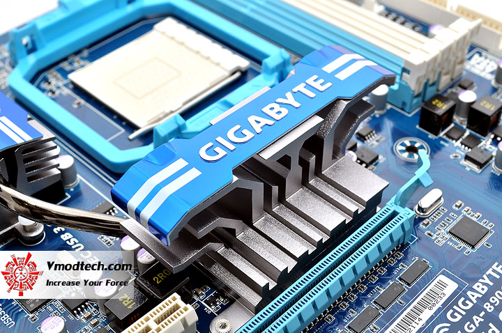 dsc 0061 GIGABYTE GA 890GPA UD3H AMD 890GX Chipset Review