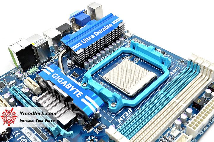 dsc 0077 GIGABYTE GA 890GPA UD3H AMD 890GX Chipset Review
