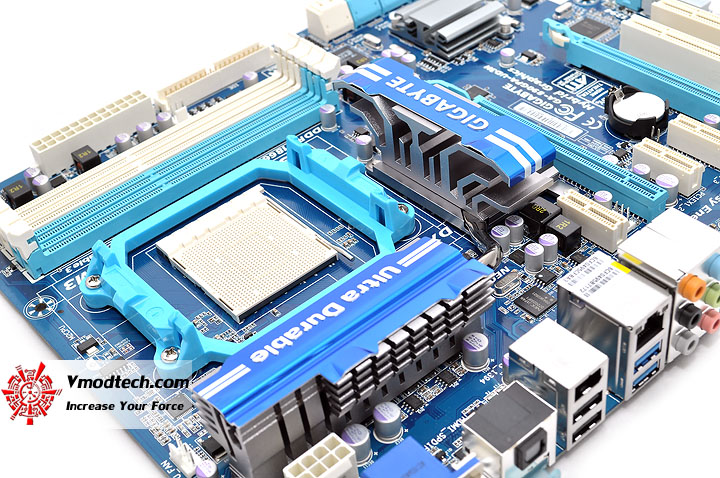 dsc 0082 GIGABYTE GA 890GPA UD3H AMD 890GX Chipset Review