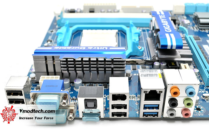 dsc 0083 GIGABYTE GA 890GPA UD3H AMD 890GX Chipset Review