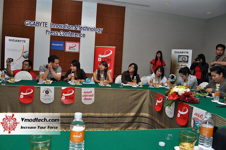 dsc 0011 เปิดตัวอย่างเป็นทางการกับ GIGABYTE Notebook 4 รุ่นใหม่ล่าสุด บุกตลาดเมืองไทย พร้อมตั้งบริษัท ดีคอม เป็นผู้จัดจำหน่ายแต่เพียงรายเดียวในประเทศไทย