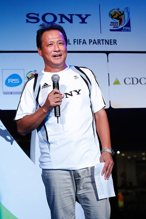 sony thais md mr toru shimizu delivering opening speech โซนี่จัด Sony 2010 FIFA World Cup HD Live Party ขอบคุณลูกค้า และสื่อมวลชน