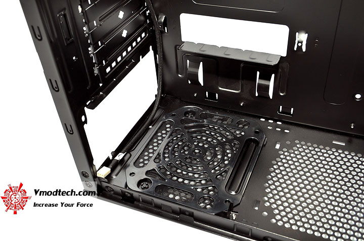 dsc 0210 Thermaltake V3 Black Edition Chassis Review
